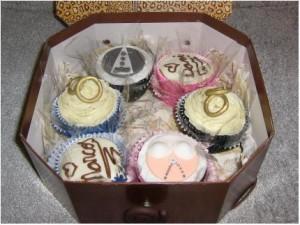 Caixa de cupcakes - aos noivos