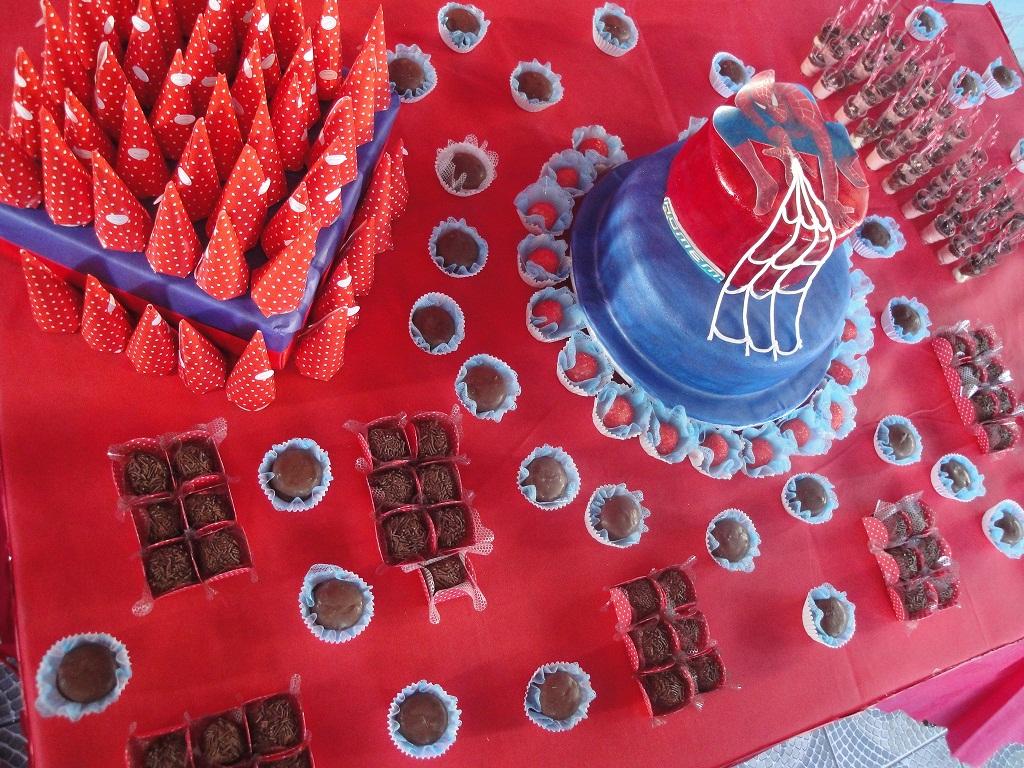 mesa-e-bolo-homem-aranha