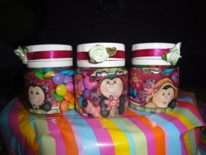 Potinhos com confetes