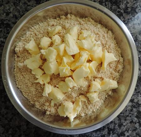 manteiga com biscoito triturado1